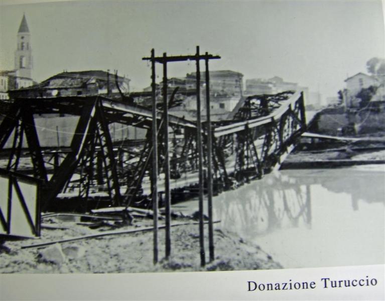 Il ponte di ferro sul Pescara, bombardato