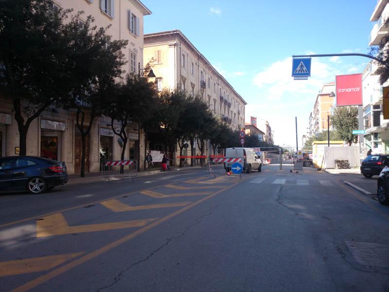 La transenna che chiude Corso Vittorio Emanuele dal lato sud