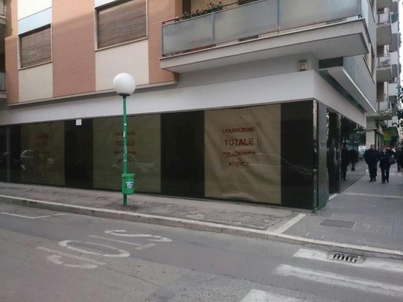 La crisi colpisce ancora. Dopo Santomo chiudono altri 3 negozi 1beb48db04e