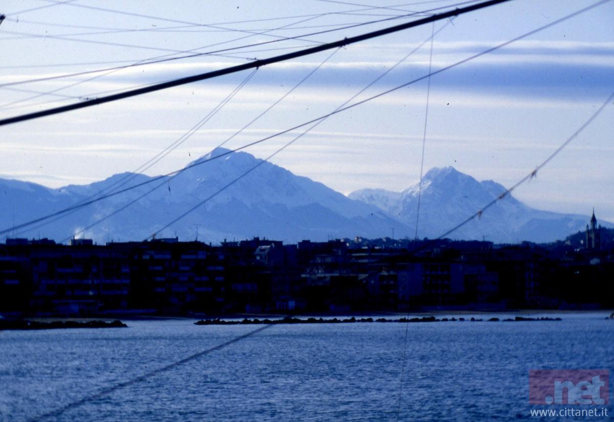 Pescara Nord fotografata dal molo nord. Anni '80. Foto Giovanni Spina