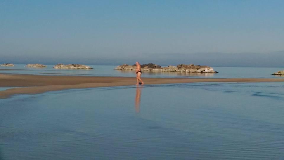 A pescara il bagno in mare si fa anche a fine gennaio - Dubai a gennaio si fa il bagno ...