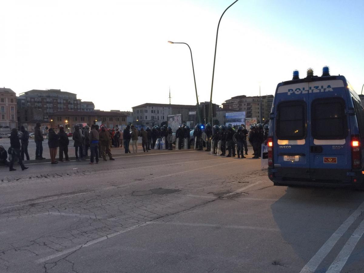 Pescara all 39 alba sgomberato il mercatino abusivo dei for Mercatino dell usato pescara