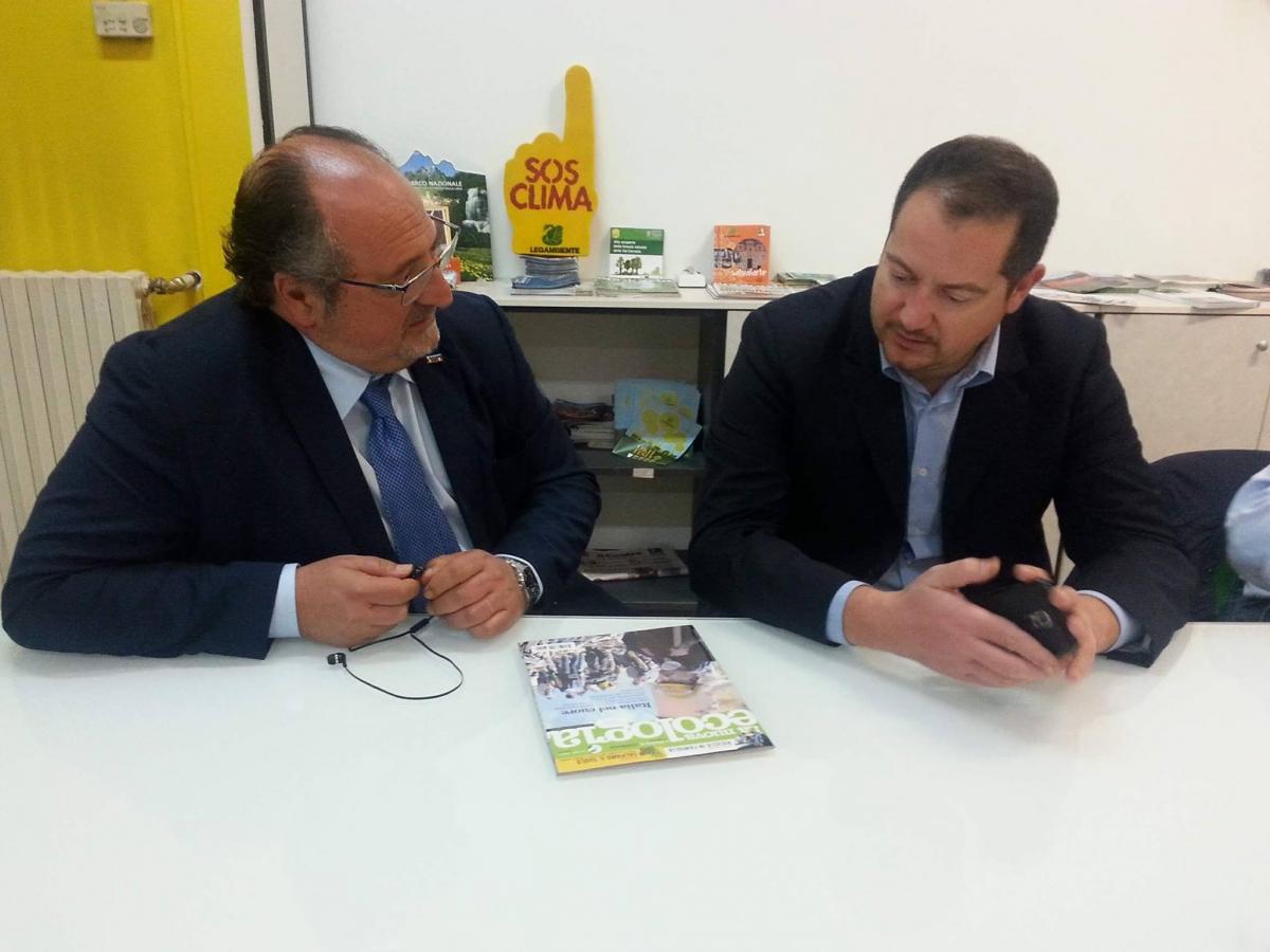 Il Sottosegretario alla Presidenza della Giunta Regionale Mario Mazzocca (a sin.) e il Presidente di Legambiente Abruzzo Giuseppe Di Marco