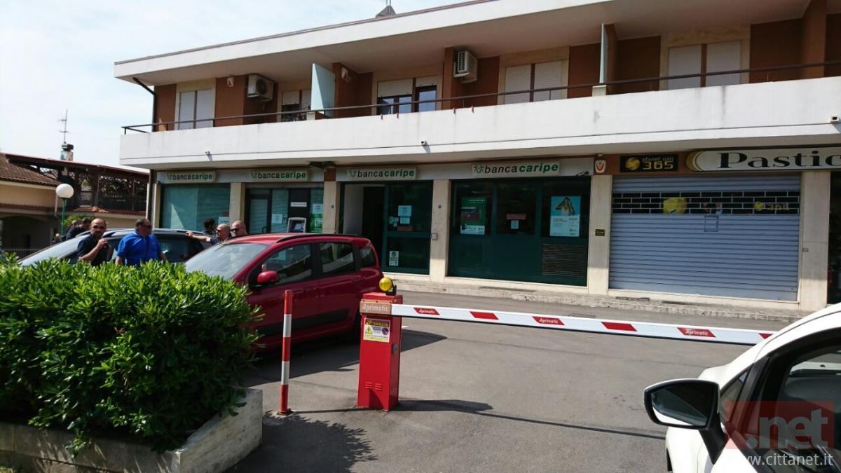Pescara: rapina in banca, bottino da 70 mila euro