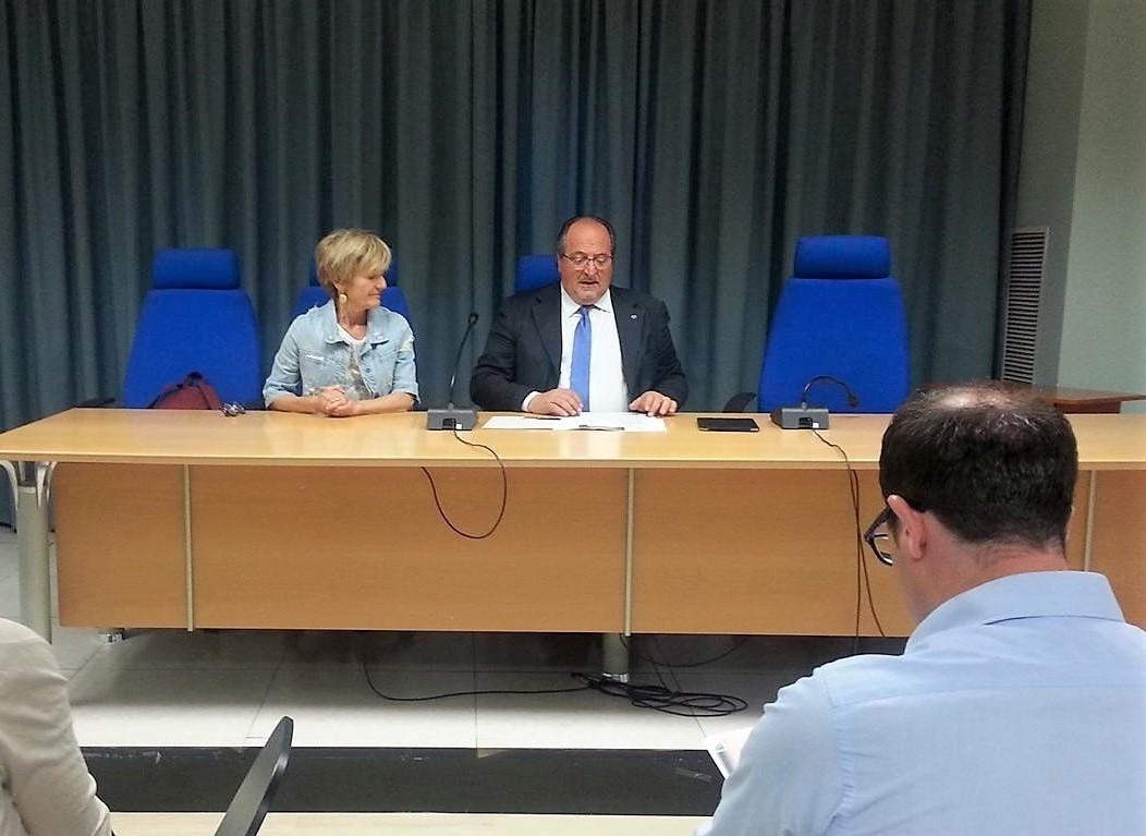 Da destra il Sottosegretario Mazzocca e la Dirigente Iris Flacco in un momento della conferenza stampa