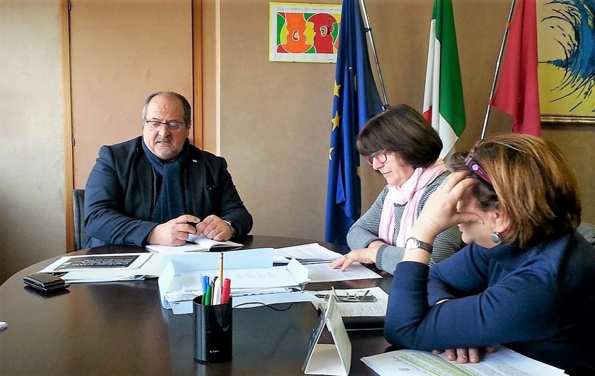 Il Sottosegretario Mazzocca con le esponenti del Comitato Cittadini per l'Ambiente Sulmona