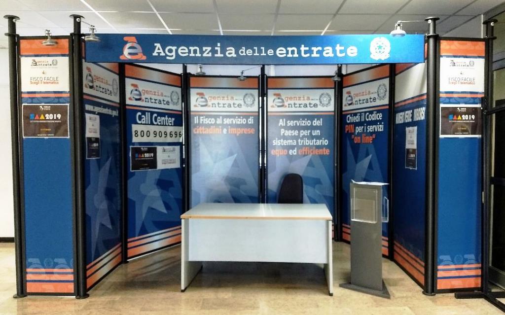 Sciopero e presidio dei lavoratori dell' Agenzia delle Entrate